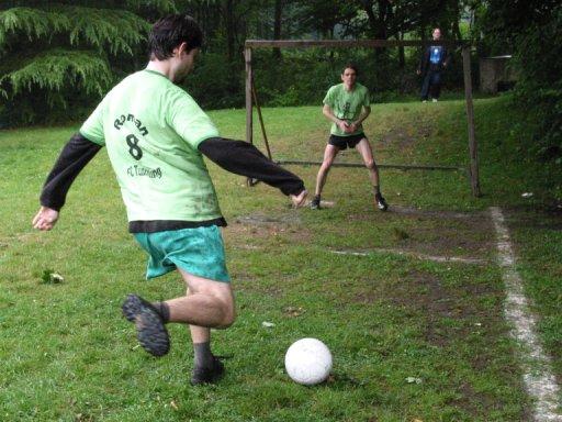 http://ftp.theochem.ruhr-uni-bochum.de/outgoing/webdata/fun/2005/soccer_large07.jpg
