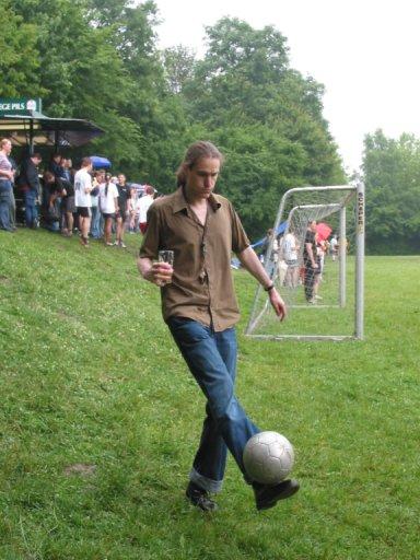http://ftp.theochem.ruhr-uni-bochum.de/outgoing/webdata/fun/2005/soccer_large09.jpg