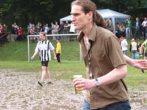 http://ftp.theochem.ruhr-uni-bochum.de/outgoing/webdata/fun/2005/soccer_large11.jpg