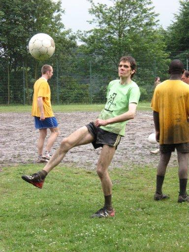 http://ftp.theochem.ruhr-uni-bochum.de/outgoing/webdata/fun/2005/soccer_large12.jpg